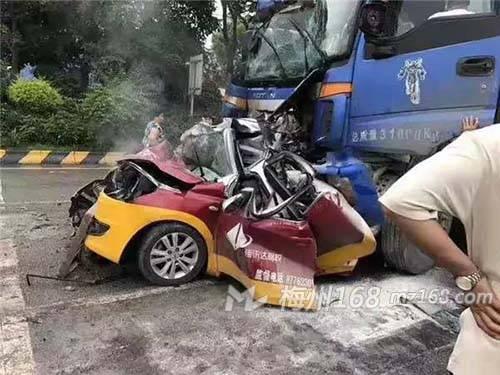 广东梅州车祸_梅州黄竹洋路口严重车祸!教练车6人身亡!假的!