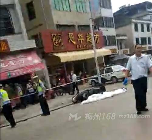 泗水7月8号车祸_梅县城东圆盘发生严重车祸,一人当场死亡!_车祸新闻_梅州168