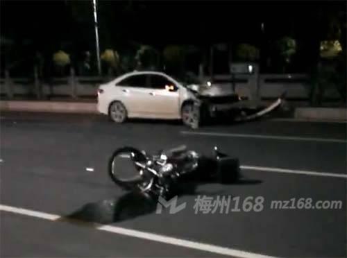 兴宁大道发生交通事故,人飞出好几米远…
