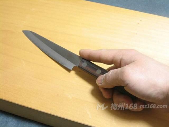 五华一女子持刀欲自杀,民警空手夺刀…
