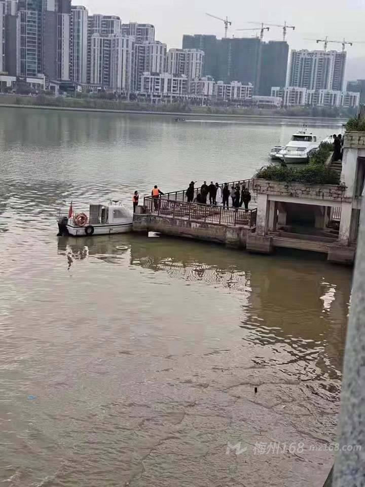 突发!梅江河有一女子落水…